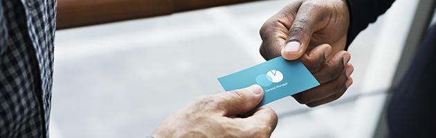 Die übergabe Von Visitenkarten Ist Ein Freundlicher Akt